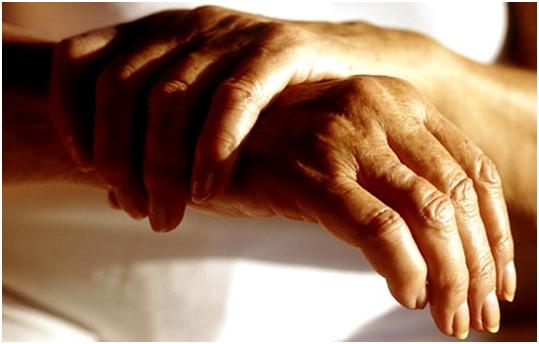 Почему отекают суставы рук